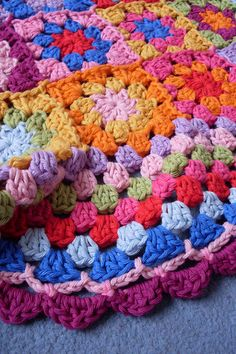 A detail shot of the blanket edging, also made with a tutorial of Lucy: the granny balnket edging.