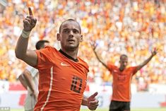 Holland's Wesley Sneijder announced his retirement from international football on Sunday