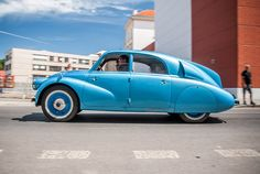 Tatra Classic European Cars, Classic Cars, Car Photos, Car Pictures, Cute Cars, Small Cars, Exotic Cars, Vintage Posters, Vintage Cars