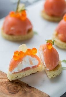 Dome of smoked salmon with fresh goat cheese and fennel - Recettes Cuisine - noel Appetizer Recipes, Snack Recipes, Appetizers, Cooking Recipes, Healthy Recipes, Sandwich Torte, Pumpkin Spice Cupcakes, Snacks Für Party, Smoked Salmon
