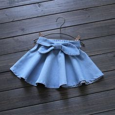 2016 Summer New Super Suave Niña Falda de Mezclilla Lavados Niños Arco Correa … 2016 Summer New Super Soft Baby Girl Denim Skirt Washes Children Bow Belt Good quality years Retail wholesale 1603 Baby Girl Skirts, Baby Skirt, Little Girl Dresses, Girls Dresses, Baby Dress Design, Skirts For Kids, Cute Baby Clothes, Kind Mode, Kids Outfits