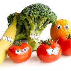 Essbare Augen - was für eine genial lustige Sache! Ich stell mir grad vor was für ein Gekicher losgeht wenn in der Pausenbrotdose eine grimmig guckende Tomate liegt :-)