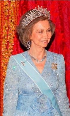 TIARA DE LA REINA MARÍA CRISTINA. No era 'de pasar', sin embargo Don Juan Carlos la heredó de su madre Doña María de las Mercedes. Tiene forma de lágrima invertida con dos filas de 14 perlas.