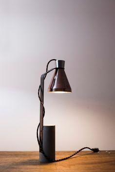 Composta por formas básicas, a luminária de mesa C20 pode ser considerada uma escultura funcional. A peça reúne diversos materiais, como o cobre, concreto, aço carbono e inox, e propõe o uso de técnicas de produção artesanal. #dennystormen #brazilsa2015  #milan #milao #milano #designweek