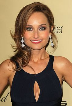 And why Giada De Laurentiis net worth is so massive? Giada De Laurentiis net worth is definitely at the very top level among other celebrities, yet why? Beautiful Old Woman, Gorgeous Women, Beautiful People, Giada De Laurentiis, Hottest Female Celebrities, Celebs, Divas, Giada At Home, Hot Brunette