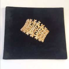 """💝2X HOST PICK💝Cuff Bracelet with Shimmer & Shine 💝 2X HOST PICK💝 """"Classic and Casual"""" Party and """"Bold and Beautiful"""" Party HP's 💝💝 Cuff  bracelet with Gold Shimmer & Shine.. Great for an evening look with a variety of colored outfits. Shows signs of wear on the inside ( see last photo ) 🚫Final Price  🚫NO TRADES Jewelry Bracelets"""