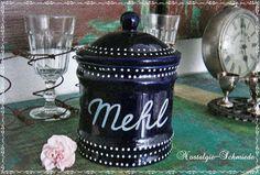 Kobaltblaue Vorratsdose / Mehldose / Dose. Inhalt ca.: 750 g. Die Dose besteht aus Steingut und ist mit der Aufschrift Mehl und am oberen und unter...