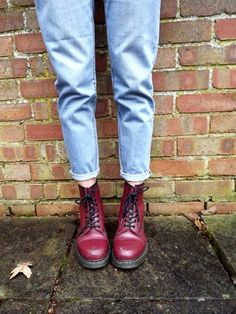 I own boots that look almost the same as these. So gonna try doing my jeans like that :)