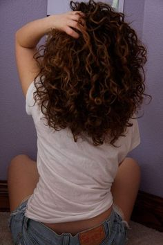 Naturally curly hair... I need to grow it out so I can actually style it.: