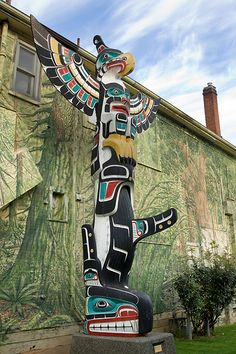 Thunderbird Above Killer Whale ~ Totem Pole in Duncan, BC ~ carved by Namgis artist Harold Alfred