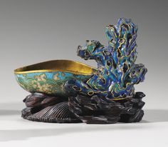 A CLOISONNÉ AND CHAMPLEVÉ ENAMEL WASHER, QING DYNASTY, QIANLONG PERIOD