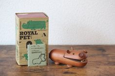 Rare timeless classic HIPPOPOTAMUS elegant minimalistic mid-century Royal Pet animal hippo by Senshukai decor from the Vintage Gifts, Vintage Decor, Etsy Vintage, Vintage Shops, Vintage Items, Vintage Style, Antique Collectors, Antique Stores, Antique Tea Cups