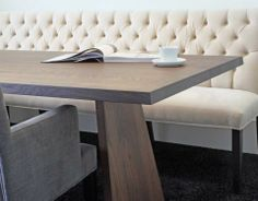 Banco capitoneado contra la pared Dining Bench, Kitchen Dining, Dining Rooms, Table Legs, Cozy House, All Modern, Sweet Home, Ideas Para, Kitchens