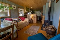 The Hop Shack is an upcycled static caravan clad in local timber & recycled corrugated tin. - Caravan,Caravan World,Caravan Travel. Caravan Living, Caravan Home, Caravan Decor, Caravan Ideas, Caravan Interiors, Caravan Interior Makeover, Caravan Renovation Before And After, Caravan Conversion, Retro Lounge