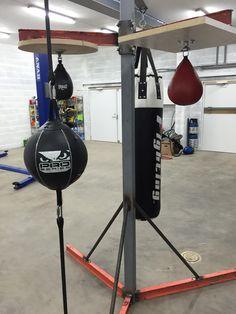 Build a heavy bag stand Commercial Fitness Equipment, No Equipment Workout, Karate, Muay Thai, Heavy Bag Stand, Jiu Jitsu, Backyard Gym, Dream Home Gym, Welded Furniture