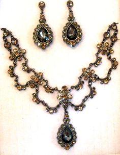 bridesmaids' jewelery suite!