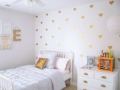 Completely obsessed with these metallic gold heart wall decals! They make the perfect baby girl nursery accent for jazz up a toddlers room perfectly!