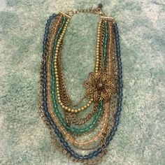 ⚡️SALE⚡️Adorable statement necklace! Multi-layer statement necklace! Alternating chains and beads. Bronze chains, deep-sea blue, teal, light green, and translucent tan bead sequences!☺️ Accessories