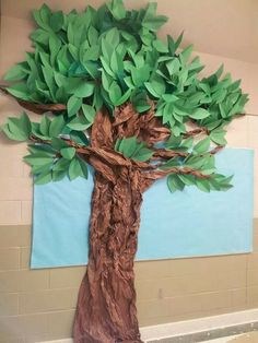 Trunk made with painters paper over tomato cages. Top made with green tablecloth and construction paper leaves on pipe insulation (could use pool noodles).Tree I made out of construction paper and brown bulletin pa Jungle Theme Classroom, Classroom Decor, Rainforest Classroom, School Decorations, Tree Decorations, Paper Tree Classroom, Bulletin Board Tree, Jungle Bulletin Boards, Preschool Jungle