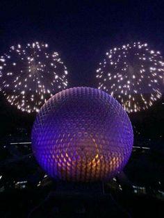 Fireworks at Disney's Epcot at Orlando Disney World Fotos, Disney World Pictures, Walt Disney World, Disney Pixar, Disney Vacations, Disney Trips, Disney Parque, Disney Aesthetic, Disney Addict