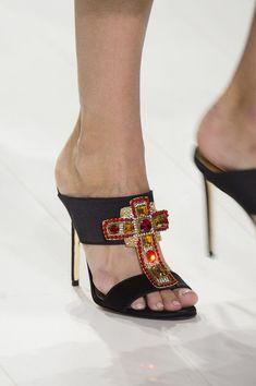 b5b180c6e65 Luxury   Vintage Madrid. Zapatos VersaceZapatos ...
