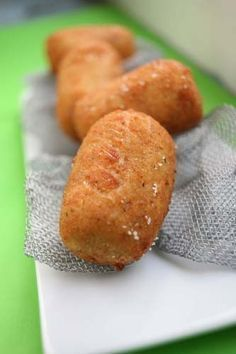 Croquetas de Pollo (Chicken fritters from Spain) Pinner writes: - my Abuela and Mom used to make these --super yummy! Sweet Potato Fritters, Pollo Chicken, Good Food, Yummy Food, Latin Food, Mexican Food Recipes, Spanish Recipes, Delish, Chicken Recipes