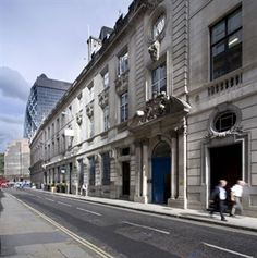 Looking for an office to rent in Liverpool Street? Take a look at Threadneedle Street, Liverpool Street, and give us a call to view it! Liverpool Street, London Street, London City, Rent In London, Street View, Offices, Business, Building, Buildings