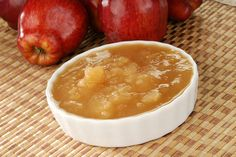Slow Cooker Skinny Applesauce is far superior to the store-bought version in terms of both Nutrition and Taste!! #skinnyms #cleaneating