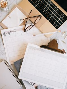Why you need an editorial calendar Mason Jar Crafts, Mason Jar Diy, Crafts To Make And Sell Unique, Small Craft Rooms, Diy Home Accessories, Popular Crafts, Cricut Craft Room, Paper Flower Tutorial, Diy House Projects