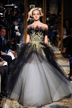 Totally in love with this dress.  Marchesa F/W 2012-2013.