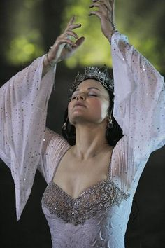 Snow White in a Sparkly Dress on Once Upon a Time