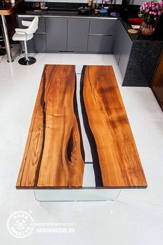 Стол Valery - стол в стиле Река из массива дерева и стекла Resin Furniture, Furniture Decor, Furniture Design, Wood Resin Table, Wooden Tables, Epoxy Countertop, Cool Tables, Coffe Table, Dining Table Design