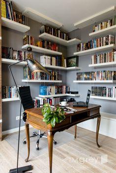 Podwieszane półki na książki