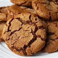 ginger snap cookies Moms Ginger Snaps Recipe- these are some of my favorite cookies to make at Christmas time- delicious! (I usually double the spices) Cookie Desserts, Just Desserts, Cookie Recipes, Dessert Recipes, Ginger Snaps Recipe, Yummy Treats, Sweet Treats, Soft Ginger Cookies, Christmas Baking