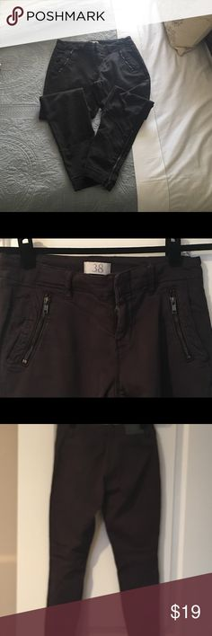 Zara stretch cotton twill low rise skinny pants Zara low rise cotton stretch twill skinny pant, greyish black, size 6, great for all types of weather especially spring! Super comfortable. In great condition, comes from smoke free and prey free home. DM me with any questions. Open to offers! Zara Pants Skinny