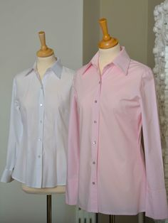 The DOLLIS blouse compared with normal business blouse. Business Wear, Business Fashion, Blouse Styles, How To Make, How To Wear, Blazer, Jeans, Clothes, Tops