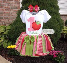 Camiseta Apple camiseta de cumpleaños de apple por ChicSomethings