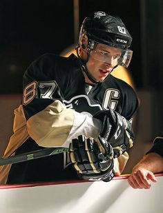"Sidney Crosby. Don't know if this photo has a descriptor beyond ""hyper-realism,"" but it's gorgeous."