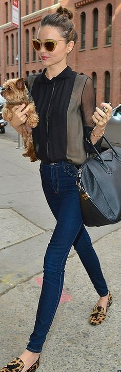 The perfect little accessory! Effortlessly stylish Miranda Kerr totes her tiny…