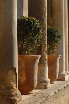 KAGADATO selection. The best in the world. Villa & Hacienda aesthetics. ************************************** Poteries d'Uzès : Les pots d'Uzès