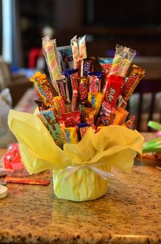 Tutorial: Candy Bouquet The trifecta of presents: cute, easy, and inexpensive! Tutorial: Candy Bouquet The trifecta of presents: cute, easy, and inexpensive! Food Gifts, Craft Gifts, Diy Gifts, Dollar Store Crafts, Dollar Stores, Candy Arrangements, Candy Crafts, Creative Gifts, Party Gifts