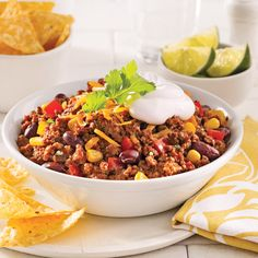Fill up on this delicious chili that combines two kinds of minced meat … Chilis Menu, Daycare Menu, Chop Suey, Canning Recipes, Family Meals, Good Food, Food And Drink, Dessert Recipes, Healthy Eating