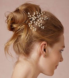 A spray of pearls adorning your up do? DOn't mind if we do! // Dewed Vibes Hairpin by Jane Tran
