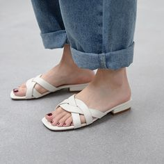 Kitten Heel Sandals, Shoes Heels Pumps, Stilettos, High Heels, Women's Shoes, Girls Sandals, Girls Shoes, Aesthetic Shoes, Leather Slippers