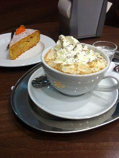 Bécsi kávé és répatorta a Mammut II. Tchibo-ban. Csak ajánlani tudom... Coffee Culture, Budapest, Pudding, Houses, Desserts, Food, Homes, Tailgate Desserts, Deserts