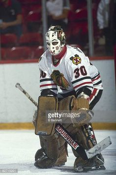 canadian-ice-hockey-player-murray-bannerman-goalkeeper-for-the-on-picture-id82715991 (408×612) Blackhawks Hockey, Hockey Goalie, Hockey Games, Chicago Blackhawks, Ice Hockey Players, Goalie Mask, Wayne Gretzky, Masked Man, Cool Masks