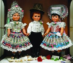Dolls in traditional Slovak folk costume (Čajkov) yup looks like my history Costumes Around The World, Bohemian Girls, Group Costumes, Folk Costume, My Heritage, Traditional Dresses, Beautiful Dolls, Different Styles, American Girl