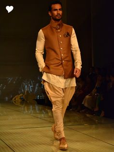 Tarun Tahiliani Love all the browns #jodhpurpants Really love the collar - so unique and it's sporty/outdoorsy
