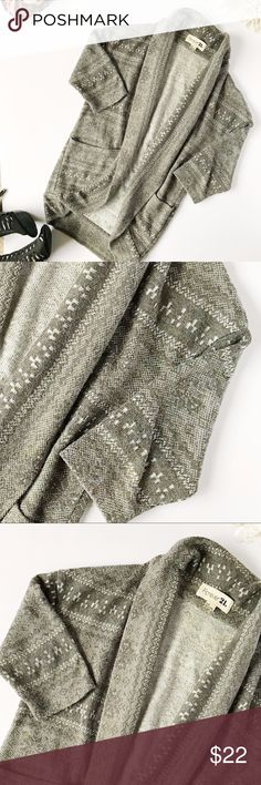 Forever 21 Christmas Snowflake Cocoon Cardigan Holiday snowflake sweater. Please note there is discoloration on the tag. Beautiful cardigan is perfect for the winter months!  45 %polyester 42%acrylic  13%nylon  l:29 w:19 Stock: 151-161 Forever 21 Sweaters Cardigans
