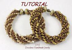 Tutorial PDF für Perlen Armband mit Perlen mit zwei Loch Dreieck oder zwei Loch Linsen Perlen, 6mm und Toho Rocailles in Bronze und gold Farben